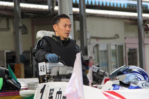 野中義生のボート整備中の画像