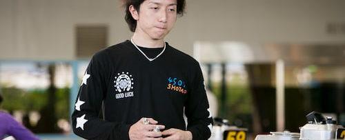 前田将太がレース準備してる写真