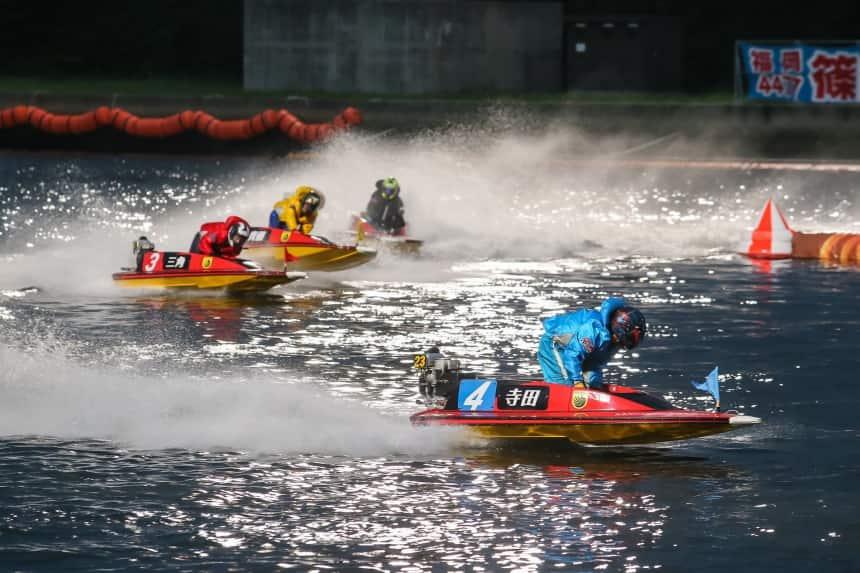 激しいレース展開の画像||競艇予想サイト 口コミ 評価 評判 検証 当たる 当たらない