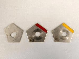 チルトアジャスターが3つ並んでる写真||競艇予想サイト 口コミ 評価 評判 検証 当たる 当たらない