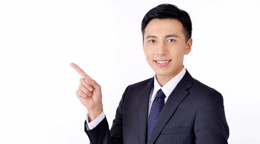 指をさす人の画像  競艇予想サイト 口コミ 評価 評判 検証 当たる 当たらない