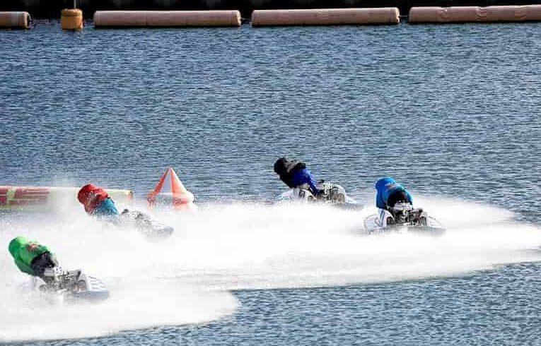 芦屋競艇場でレース中の画像||競艇予想サイト 口コミ 評価 評判 検証 当たる 当たらない