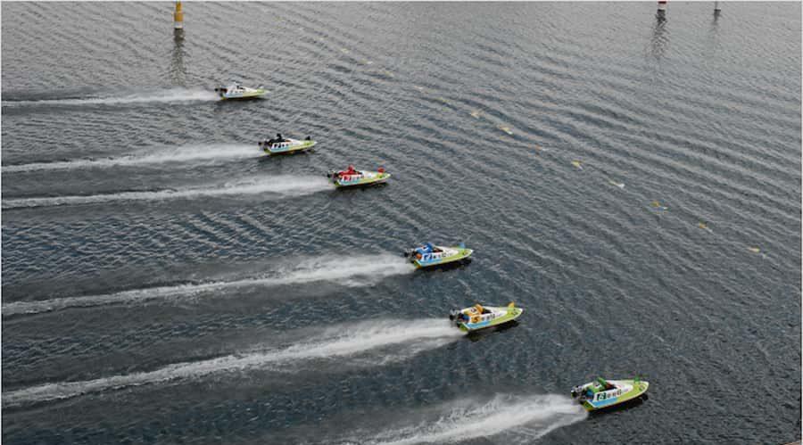 ボートが一斉にスタートしてる画像  競艇予想サイト 口コミ 評価 評判 検証 当たる 当たらない