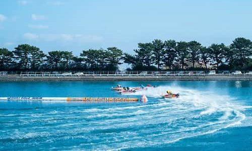 競艇のレースの画像